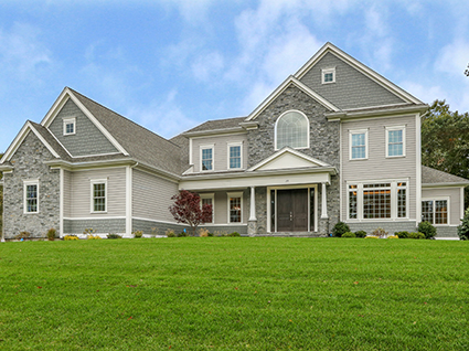 Front Exterior Photograph of 29 Hedgerow Lane, Westwood MA